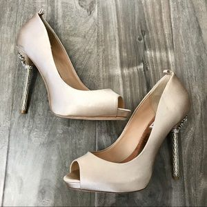 Badgley Mischka bridal pumps